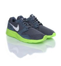 Nike Sports & Casual Shoes Flat 40% - 50% OFF From Myntra.com